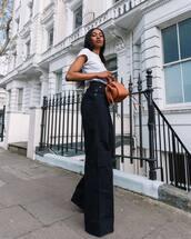 jeans,wide-leg pants,high waisted jeans,white t-shirt,brown bag,handbag,casual,streetwear