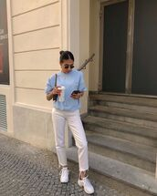 jeans,white jeans,straight jeans,white sneakers,sweatshirt,shoulder bag