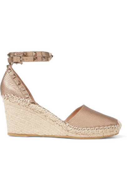 Valentino - Valentino Garavani The Rockstud 85 Textured-leather Espadrille Wedge Sandals - Gold