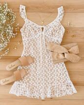 shoes,jewels,dress
