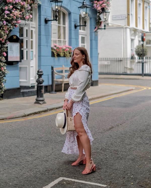 skirt wrap skirt slit skirt high waisted skirt sandals white top hat handbag