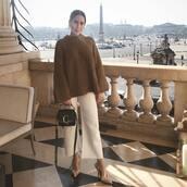 sweater,brown sweater,wide-leg pants,white pants,pumps,black bag