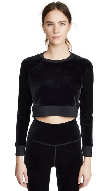 Beyond Yoga Velvet Cropped Pullover in black