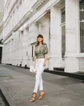 jeans,white jeans,skinny jeans,high waisted jeans,high heel sandals,v neck,floral,blouse,white bag