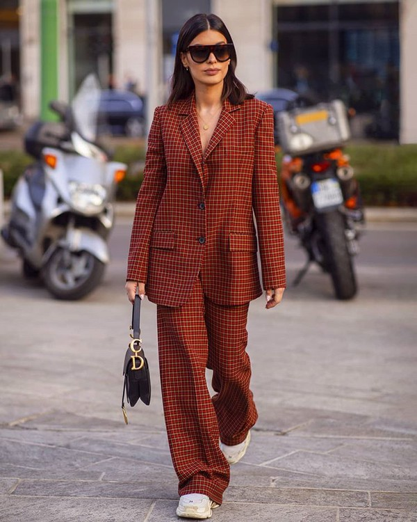 bag black bag dior bag plaid blazer wide-leg pants zara sneakers