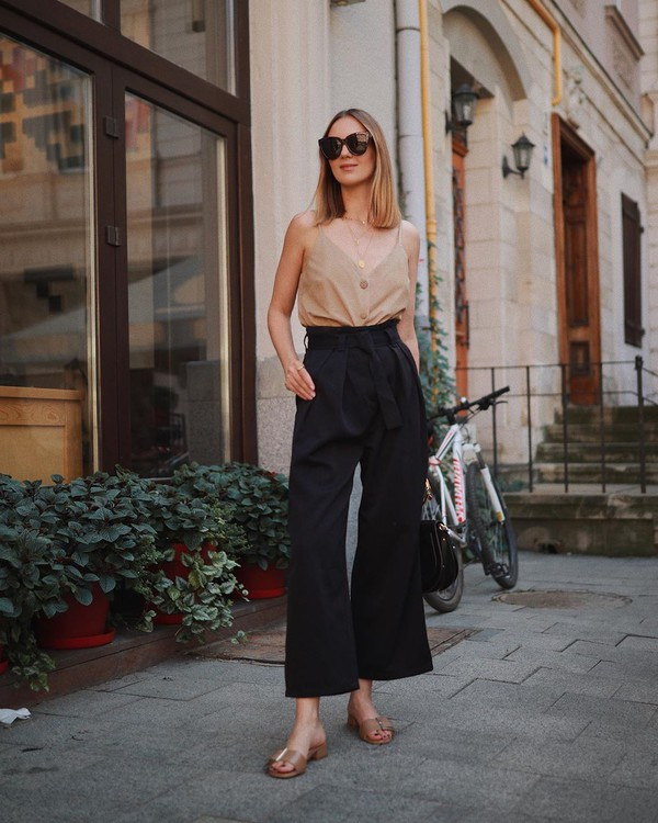 pants black pants wide-leg pants flat sandals black bag tank top