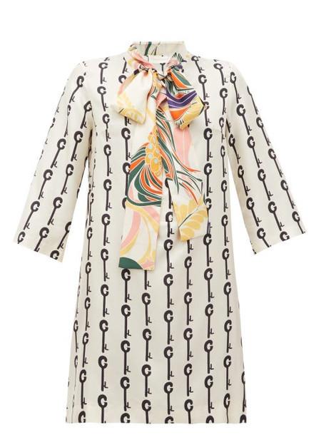 La Prestic Ouiston - Park Avenue Pussy-bow Good Luck-print Silk Dress - Womens - White Black