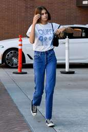 top,casual,kaia gerber,model off-duty,streetstyle,jeans