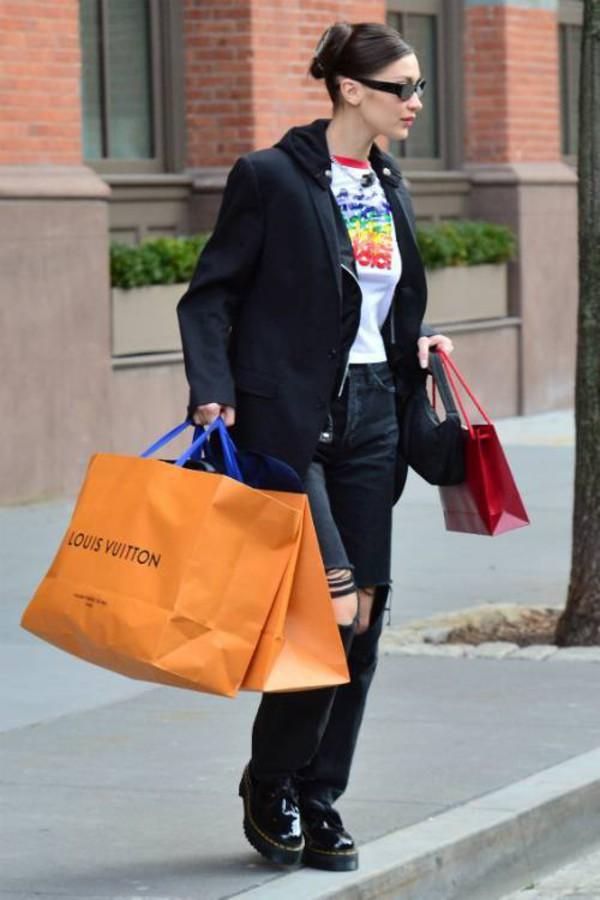 top bella hadid model off-duty streetstyle celebrity