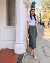 skirt,midi skirt,animal print,t-shirt,white t-shirt,sandals