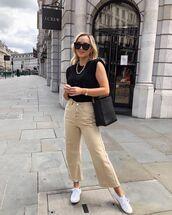 top,black t-shirt,wide-leg pants,cropped pants,white sneakers,black bag