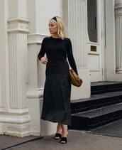 skirt,midi skirt,black skirt,black sandals,black top,brown bag