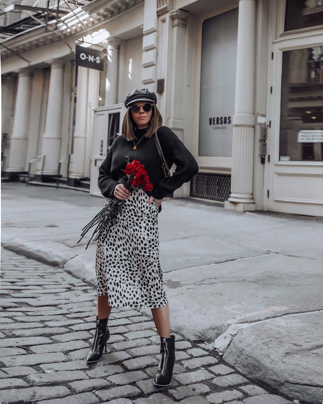 skirt midi skirt black and white leopard print high waisted skirt black boots heel boots ankle boots black sweater shoulder bag beret