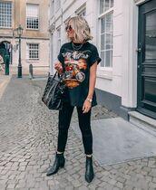 pants,black jeans,skinny jeans,black t-shirt,black boots,ankle boots,black bag