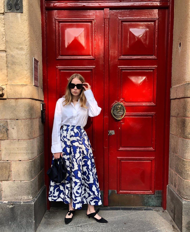 top white shirt long sleeves midi skirt blue skirt h&m mules black bag handbag