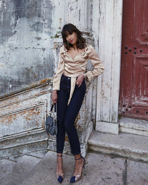 top blouse satin wrap top pumps skinny jeans shoulder bag