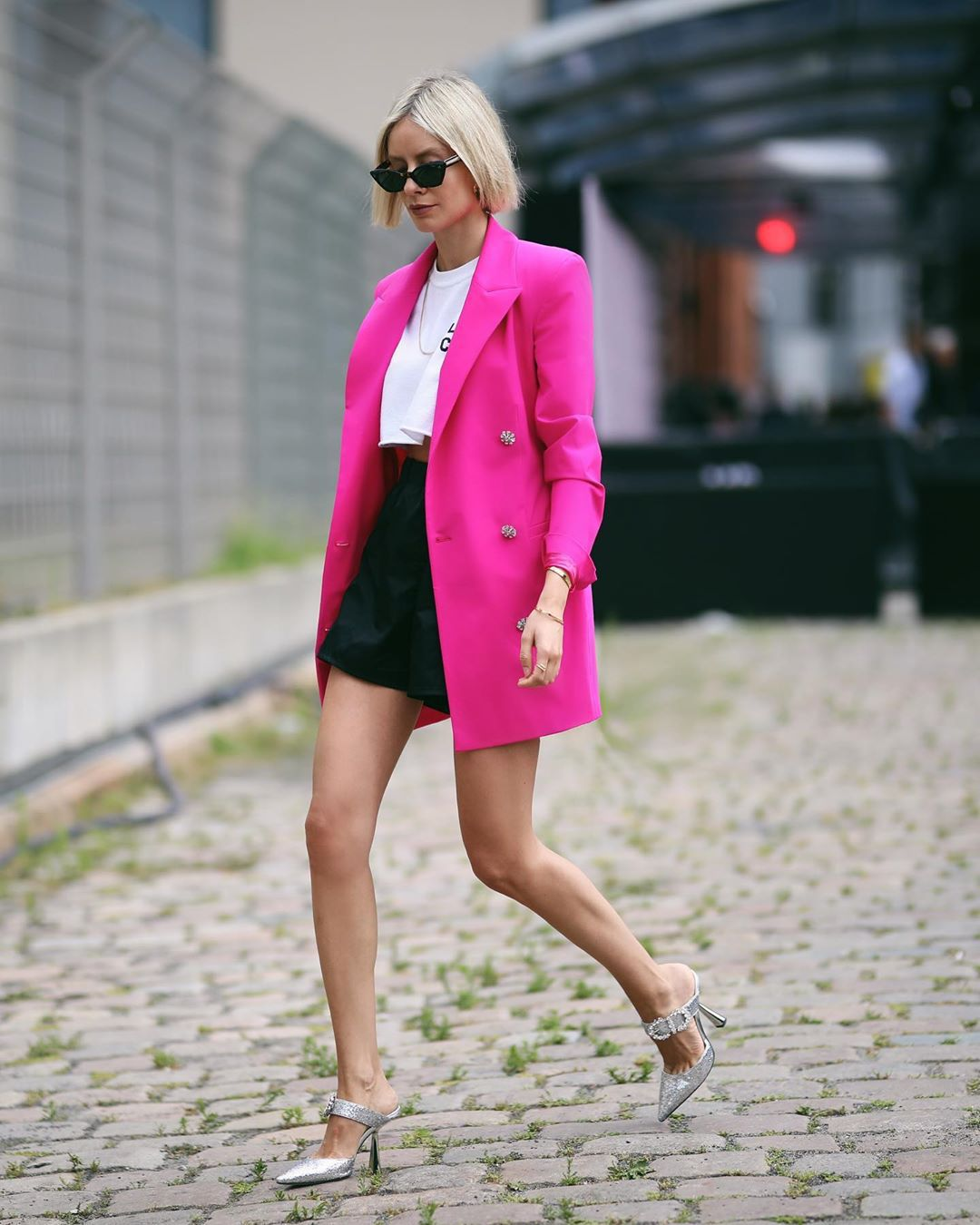 dress blazer dress double breasted mules High waisted shorts black shorts cropped t-shirt white t-shirt