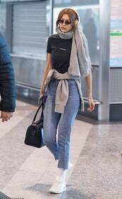 top,jeans,denim,t-shirt,celebrity,model off-duty,casual