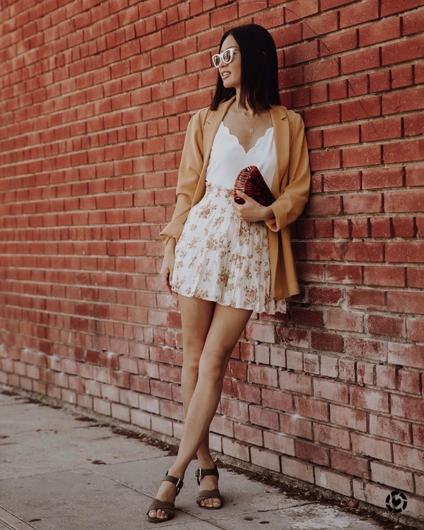 skirt mini skirt floral skirt sandal heels blazer white top handbag