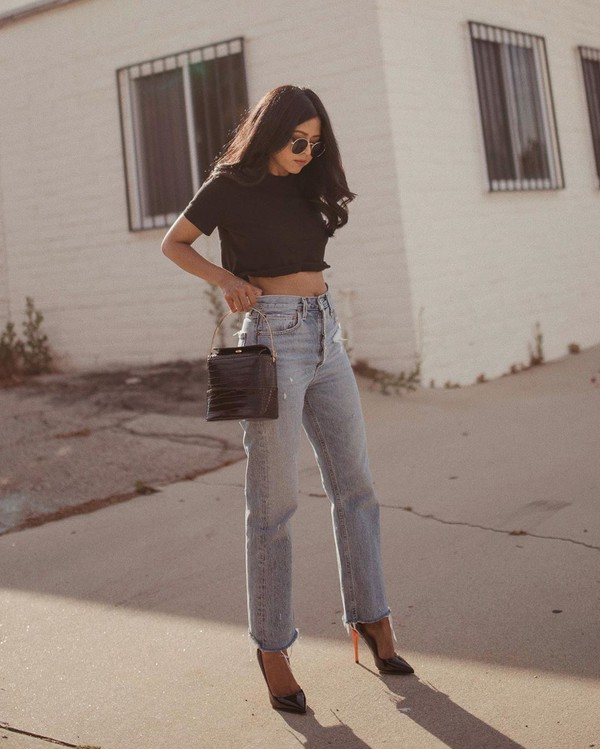 jeans high waisted jeans straight jeans cropped jeans pumps black bag black t-shirt cropped t-shirt