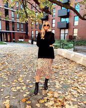 sweater,turtleneck sweater,black boots,midi skirt,leopard print