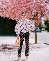 pants,black pants,polka dots,pumps,bucket bag,white shirt,belt