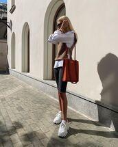 shorts,black shorts,sneakers,white shirt,vest,bag