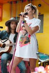 top,t-shirt,t-shirt dress,miley cyrus,elvis presley,elvis,elvispresley,graphic tee,music tshirt,band t-shirt