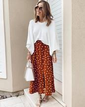 skirt,midi skirt,polka dots,white sandals,flat sandals,transparent  bag,white sweater,v neck