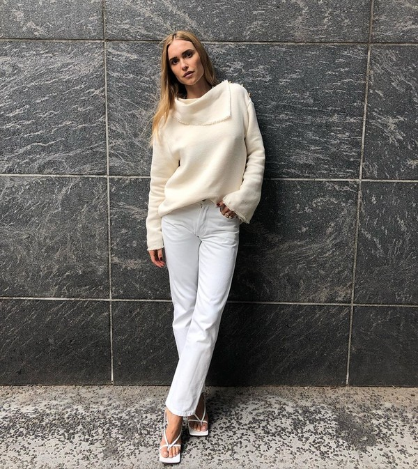 jeans white jeans white sandals white sweater turtleneck sweater sweater all white everything beige knitwear look de pernille pernille teisbaek pants fall outfits blogger instagram