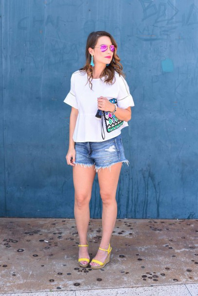 live more beautifully blogger top shorts bag jewels shoes sunglasses