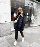 jacket,faux fur vest,white sneakers,black leather pants,white bag,black sweater