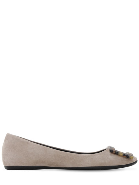 ROGER VIVIER 10mm Gommette Suede Flats W/ Buckle in taupe