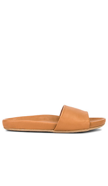 Beek Gallito Slide in Beige in natural