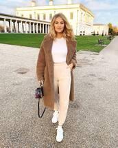 coat,teddy bear coat,beige coat,white sneakers,joggers,cropped hoodie,shoulder bag