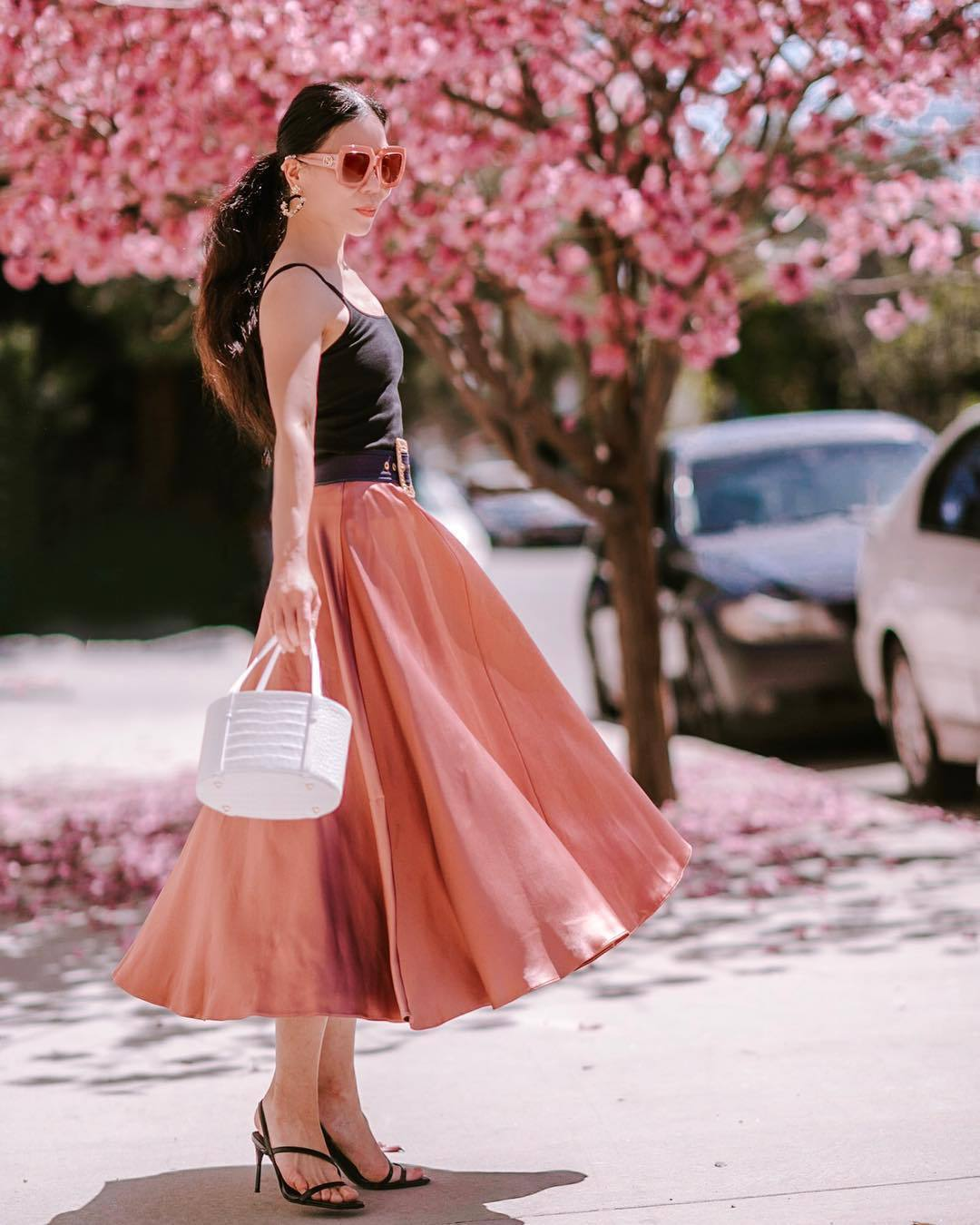 bag white bag midi skirt pink skirt black sandals black top tank top black belt