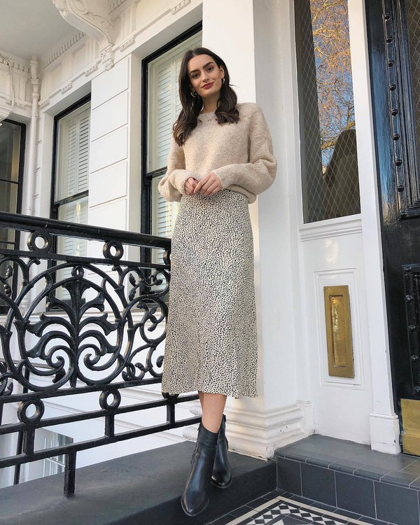 skirt midi skirt high waisted skirt black boots ankle boots knitted sweater