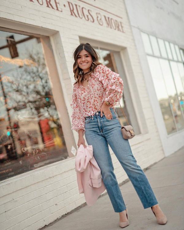 jeans high waisted jeans cropped jeans straight jeans pumps pink blazer floral shirt shoulder bag