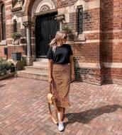 skirt,midi skirt,animal print,t-shirt,black t-shirt,sneakers