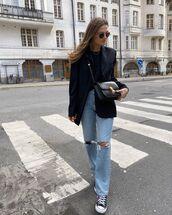 jeans,ripped jeans,straight jeans,sneakers,black blazer,black top,black bag