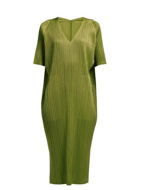 Pleats Please Issey Miyake - Oversized Pleated Midi Dress - Womens - Khaki