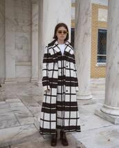 coat,long coat,black and white,black boots,jeans,white t-shirt,sunglasses,wool coat