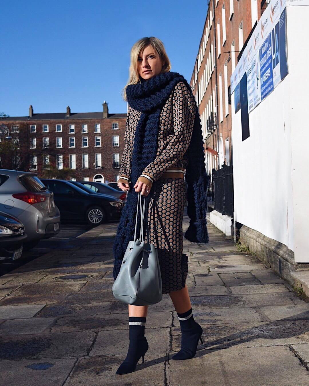 skirt midi skirt h&m sweatshirt sock boots heel boots shoulder bag knitted scarf