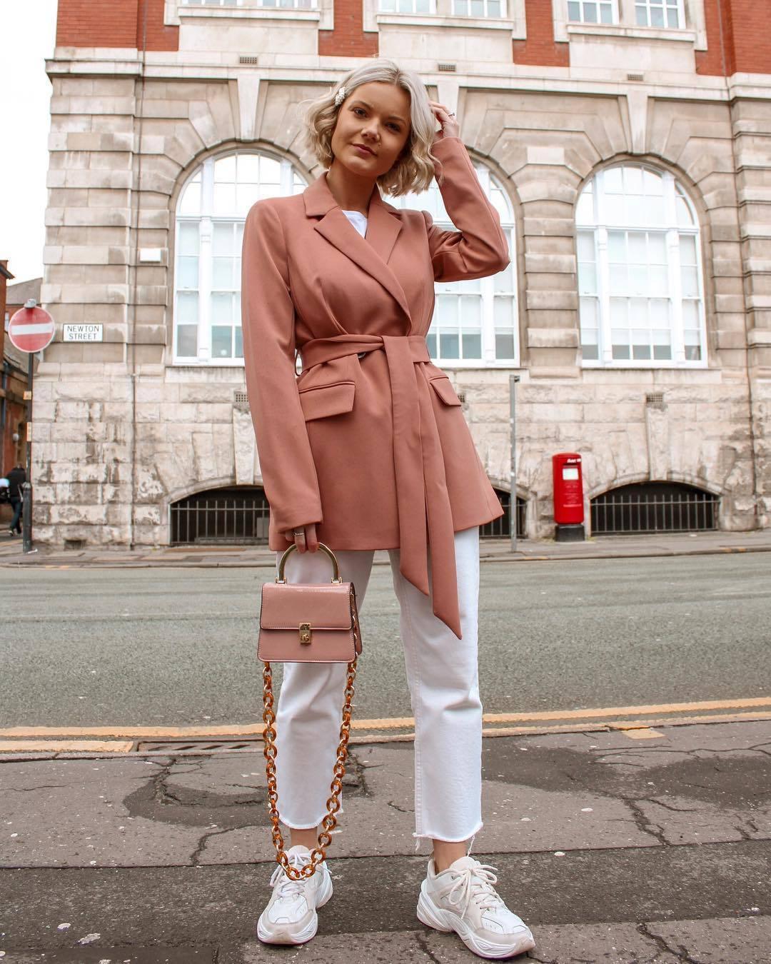 jacket pink blazer pants cropped jeans white jeans pink bag white t-shirt