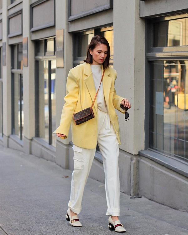 jacket blazer shoes cargo pants white pants sweater crossbody bag