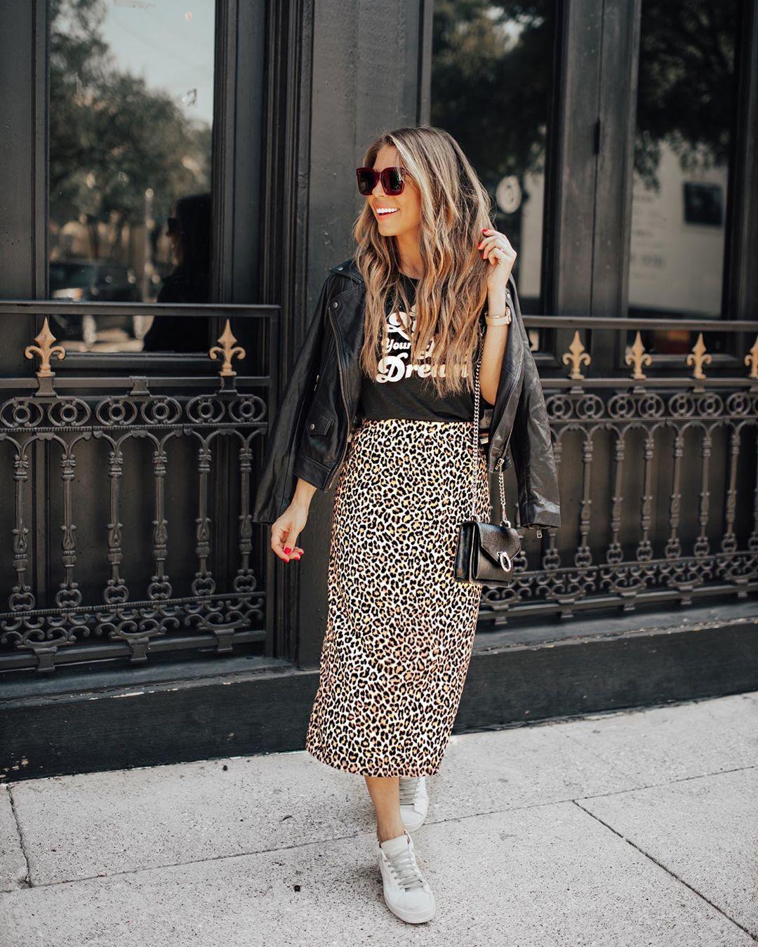 skirt midi skirt leopard print white sneakers black leather jacket black t-shirt black bag