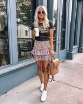 bag,backpack,ruffle,mini skirt,floral skirt,black t-shirt,white sneakers
