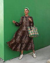 dress,maxi dress,leopard print,long sleeve dress,sneakers,shoulder bag
