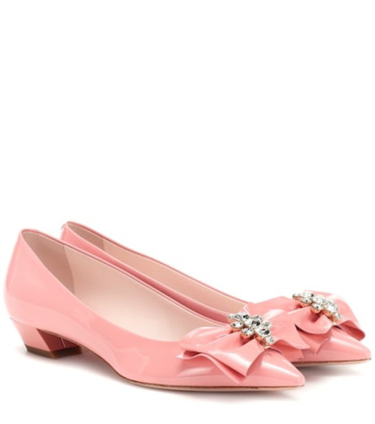 Roger Vivier Bow Jewels patent leather pumps in pink