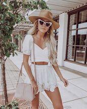 top,crop tops,white top,short sleeve,white skirt,mini skirt,hat,shoulder bag